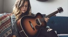 Top 10 best acoustic guitar brands In The World In 2020 | List of Best Guitar Brands
