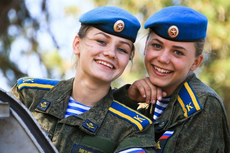 hot female army soldiers